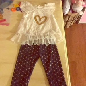 This adorable 2 piece outfit size 4t